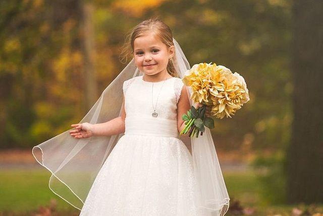 До сліз... Батьки здійснили мрію хворої донечки та влаштували їй весільну фотосесію - фото 209088