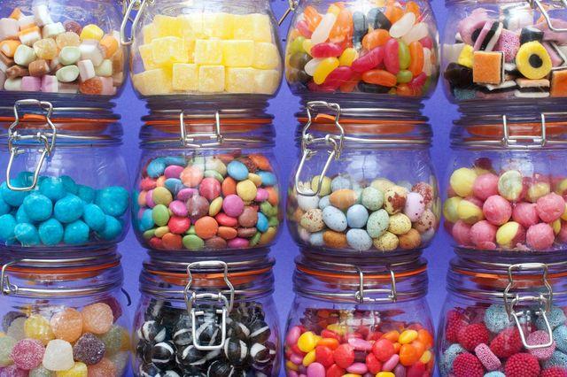 Названо небезпечні наслідки надмірного вживання солодощів - фото 222563