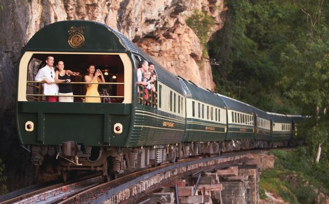 Як виглядають найкращі VIP-потяги світу: розкішні фото - фото 175557