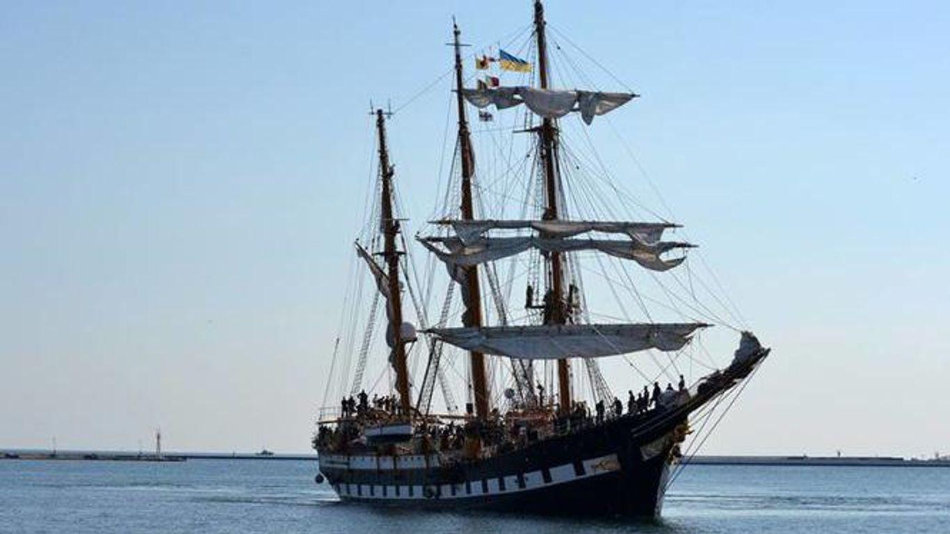 В порту Одессы пришвартовался роскошный корабль военно-морских сил Италии