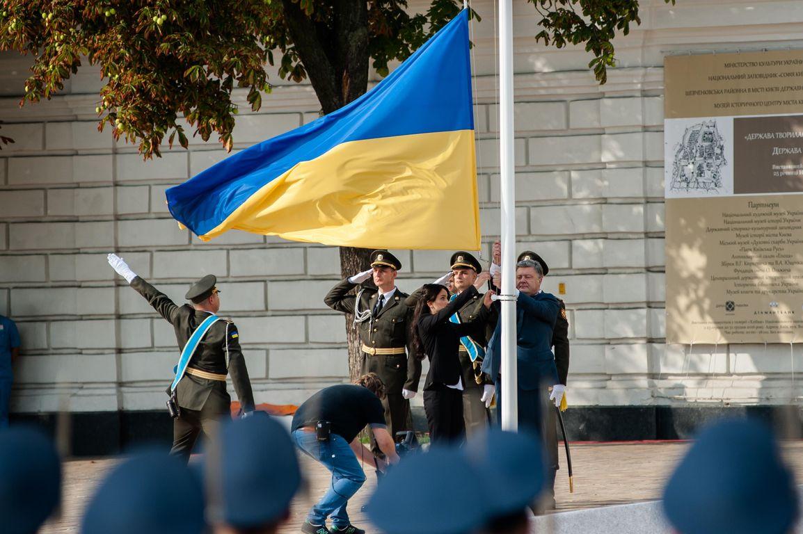 На Потемкинской лестнице в Одессе развернули огромный флаг Украины - Цензор.НЕТ 6985