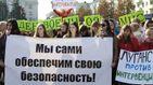 Террористы запугали людей и заставили их выйти на митинг в Луганске