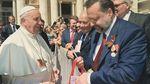 У Папи Франциска пояснили інцидент з георгіївською стрічкою