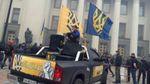 Кількатисячний марш азовців прийшов під Раду: в парламенті стало тихо і безлюдно