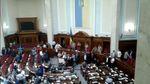 """Депутати з АТО охороняють президію Ради від Ляшка і """"Батьківщини"""""""