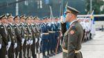 Як Порошенко прапор піднімав: з'явились фото