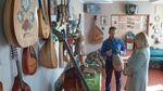 Сільська родина зібрала унікальні інструменти з 80 країн світу