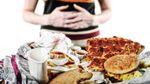 Прості вправи, які допоможуть впоратися із переїданням