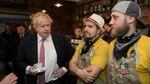Британський міністр побував у піцерії ветерана АТО: опубліковані фото