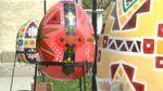 Буковинські школярі розмалювали 12 велетенських писанок