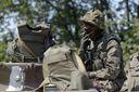 """Жизнь на Донбассе: местные """"военные"""" живут на широкую ногу"""