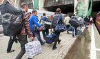 Мільйони заробітчан можуть повернутися в Україну після запровадження безвізу, – економіст