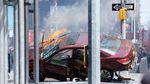 Горящая машина и разбросанная по асфальту обувь: страшная авария на Таймс-Сквер в фото