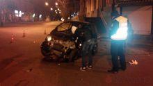 Курйозна аварія в Одесі. Водій влетів у магазин і накивав п'ятами,  кинувши авто