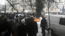 На Банковой подожгли шины: появились фото и видео