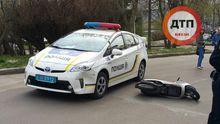 П'яний хлопець на скутері влетів у поліцейське авто: з'явилося фото