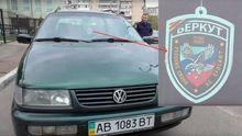 Працівник МВС  роз'їжджає Києвом з георгіївською стрічкою