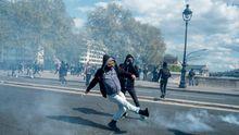 Францію охопили масові протести: десятки поранених поліцейських, сотня арештованих