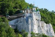 Гид по 10 необычным храмам Украины, которые стоит посетить на Пасху