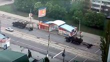 Луганском проехала колонна военной техники – опубликовали видео