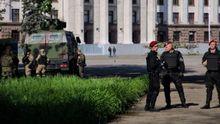 """Поліція затримала провокаторку, яка роздавала листівки """"Парубій – вбивця"""" в Одесі"""
