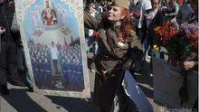 Слава великому Сталіну, — у центрі Києва мітингують з георгіївськими стрічками