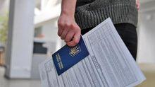 Чому українці вибирають  Польщу для роботи та навчання