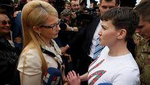 Стало известно, почему Савченко отказалась взять цветы у Тимошенко