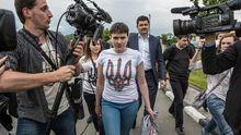 Адвокат рассказал, почему Савченко вышла из самолета босиком