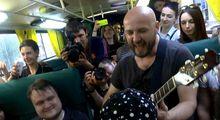 Известная украинская группа собрала фанатов в трамвае