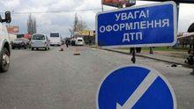 Моторошна аварія під Києвом. Машина влетіла  у скотовоз (фото 18+)