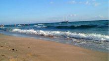 Кримчанин показав, як у Євпаторії пляж перетворюють у автостоянку