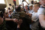 Позорное видео: как УНСОвцы били бойцов Нацгвардии под Львовской мэрией