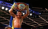 Бокс: Ломаченко завоевывал второй чемпионский пояс, установив рекорд