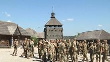По казацким традициям: украинские военные приняли присягу на Хортице
