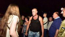 Людей, которые перекрыли дорогу украинским военным, будут судить