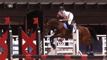 Конные соревнования: захватывающие кадры по преодолению препятствий