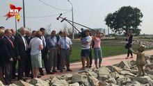 Французский депутат в Крыму расцеловал памятник оккупантам – появились фото