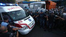 Противостояние в Ереване: снайпер убил полицейского