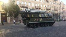 Появились новые фото военной техники в центре Киева