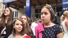 Родители и учителя киевской школы объяснили, почему отказались от букетов на 1 сентября
