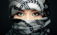 У київському метро помітили мусульманку, одягнену у вишиванку