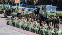 На похороны лидера боевиков в центр Донецка согнали военную технику: фото