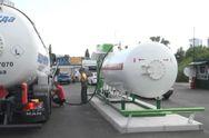 Украинские автозаправки вдвое подняли цены на голубое топливо