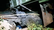 Нічна ДТП у Харкові – вантажівка виїхала на дах будинку: фото, відео
