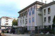 """Активисты из """"Свободы"""" сломали забор посольства РФ: столкновения продолжаются"""