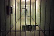 Арестовали подозреваемого в производстве алкоголя, который убил десятки людей