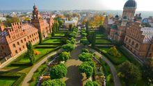 Особый самогон и выставка ретро-автомобилей: как в Черновцах праздновали день города