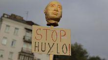 Под посольством России в Киеве горячо: появились фото