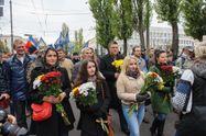 """Тягнибок прийшов на """"Марш слави героїв"""" з дітьми та онукою"""